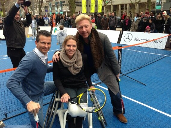 'Playing tennis with Esther,Richard in the sq in Rotterdam' (Foto: @TheBorisBecker)