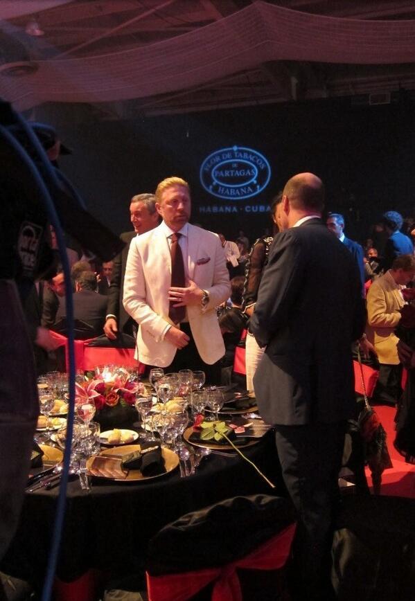 Boris Becker (in wit jasje) aan het netwerken (Foto: @TheBorisBecker)