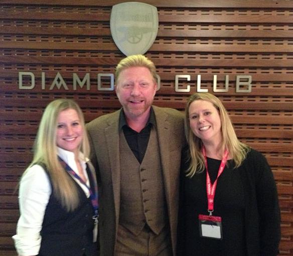 Boris Becker (midden) met twee gastvrouwen (Foto: @The BorisBecker)