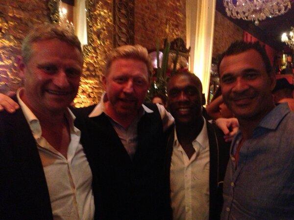 Boris Becker (tweede van links) met Stefan Blöcher, Clarence Seedorf en Ruud Gullit (foto: @TheBorisBecker)