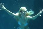 Sun Ho viert haar verjaardag in 2009 onder water