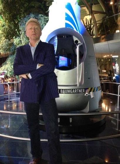 Vlnr: Boris, de capsule van Felix Baumgartner