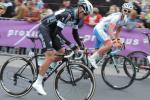 Stybar (met startnummer 34) in de Ronde van Vlaanderen. Rechts: Marco Bandiera