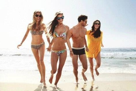 Ook zwemkleding zit in de collectie van de 300ste volger van de Gele Kanarie. (@Fabulous_Online)