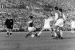 Alfredo di Stéfano in de Europacup-1-finale tussen Real Madrid en Reims (0-2) in 1959