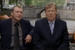 De Dode van de Week (rechts) tijdens een rondvaart over de Herengracht