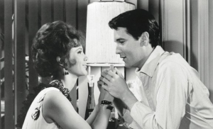 De Dode van de Week (l) en Elvis Presley (foto: Girl Happy)